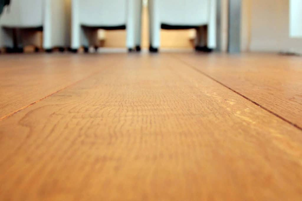 Een vloer met een robuust uiterlijk